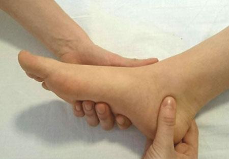 fussreflexzonentherapie fussreflexzonenmassage heilpraktiker Nürnberg Regina Bartzik Griff 1